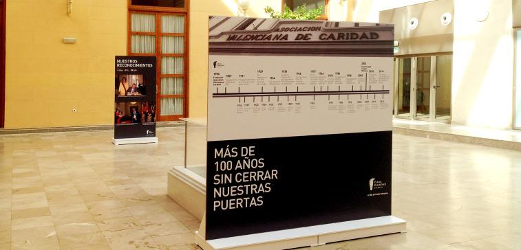 EXPOSICION CON PARABANES VINILADOS EN PALACIO DE LA EXPOSICION VALENCIA JUNIO 2014 1