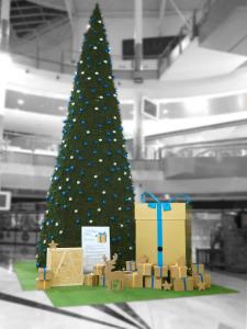 arbol navidad y regalos para centro comercial
